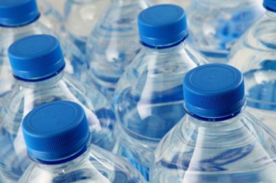10 de nos bouteilles deau minerales contiendraient des pesticides1