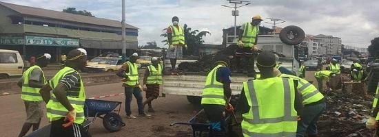 Curage des caniveaux dans les cinq communes de conakry