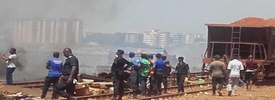 Deguerpissement des occupants illegaux et encombrants physiques des rails a coronthie et a tombo petit bateau dans la commune de kaloum1 27 03 19