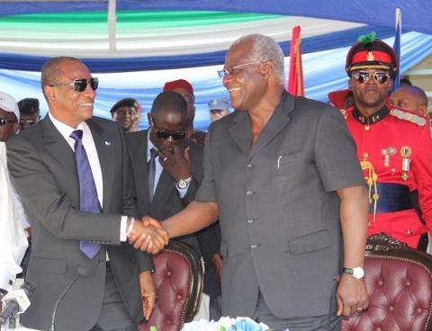Le president de la guinee alpha conde et son homologue de la sierra leone ernest bai koroma