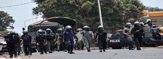 Les guineens dans la rue a conakry