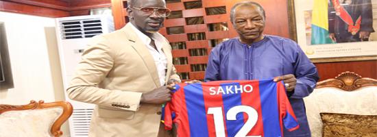 Quand le footballeur mamadou sakho exhorte aux prisonniers guineens a rester dans leur pays apres leur liberation
